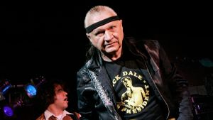 Dick Dale, King of Surf Guitar, Is Dead at 81