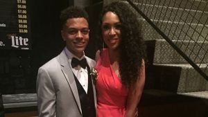 Son Takes Mom to Prom to Show Appreciation