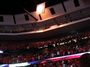 Cheering During Anthem Is Blackhawks Gift to Chicago