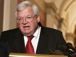 Hastert Calls for Immigration Reform