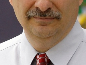 Axelrod Bets 'Stache on Obama Wins