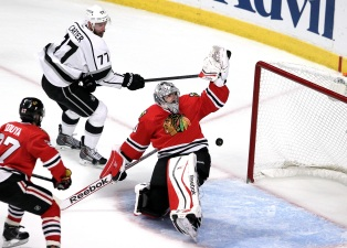 Blackhawks Eliminated in 5-4 Loss to Kings