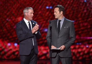 Vince Vaughn, Brett Favre Bring Football Rivalry to ESPYs Stage