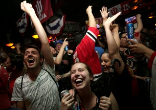 Where to Watch Blackhawks Playoff Games in Chicago