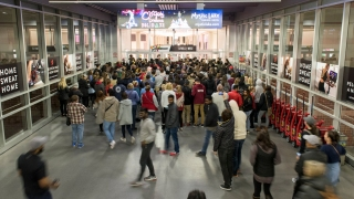 Top News: Black Friday Sales Bring Crowds Across the Nation