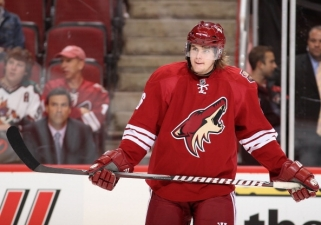 Hawks Sign Tikhonov to 1-Year Deal