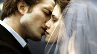 "RPatz, KStew on Their Steamy ""Breaking Dawn"" Sex Scene"