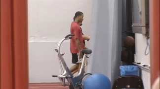 Raw: Derrick Rose Shows Off Sprints