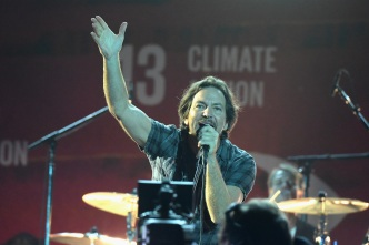 Pearl Jam Stop Mid-Song, Eject Concert-Goer at Wrigley Field