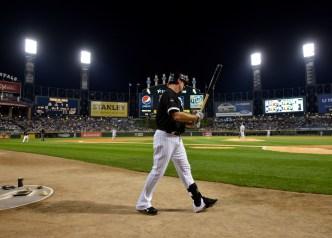 Crowd Shows Konerko Love Despite White Sox Loss