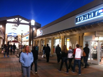 Chicago-Area Outlet Malls Unleash Deals on Thanksgiving
