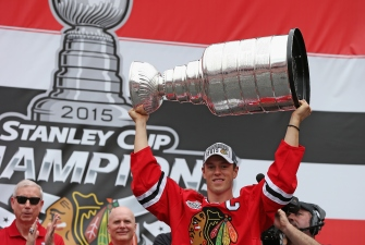 Video: Toews Brings Stanley Cup, Street Hockey to Winnipeg