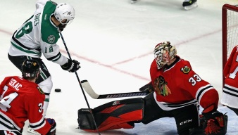 Eaves' Hat Trick Lifts Stars Over Blackhawks 4-2