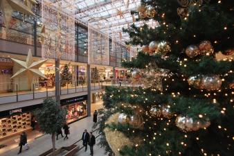 Why You Should Sell at Holiday Shopping Events