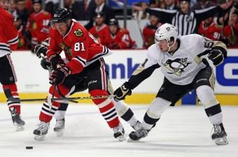 Blackhawks Beat Penguins 2-1 in Shootout