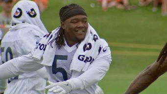 Trevathan Gets Emotional Surprise at Bears Practice