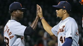 Tigers Blow Out White Sox in Rain-Soaked Affair