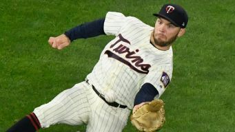 Cubs Claim Field Off Waivers From Twins
