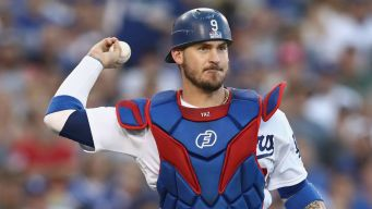 Brewers Ink Yasmani Grandal to a 1-Year Contract