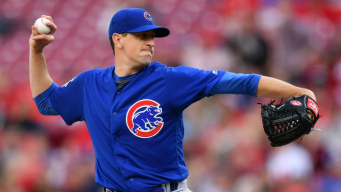 Hendricks Has 2-Run Double, Pitches Into 9th; Cubs Top Reds