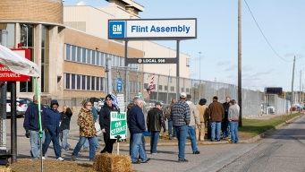 Workers at Large Flint GM Plant in Michigan Approve Contract