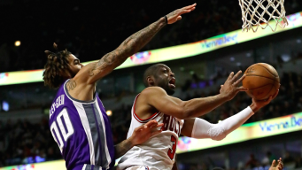 Wade's 30 Points, Key Steals Lead Bulls Over Kings, 102-99