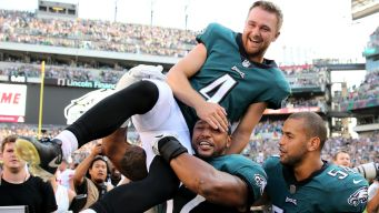 Elliott Sets NFL Record With Game-Winning Kick for Eagles