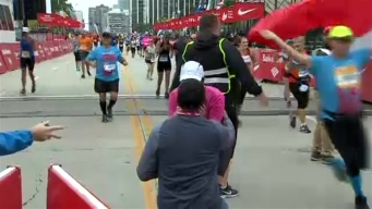 Caught on Cam: Man Proposes at Chicago Marathon Finish Line