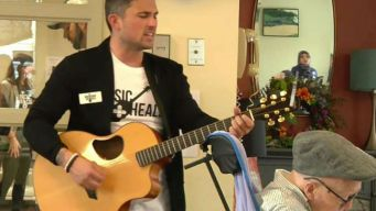 Country Star Uses Music to Bring Comfort to Sick