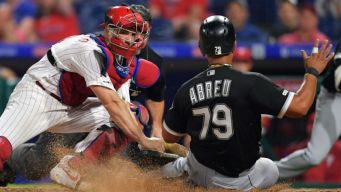 Abreu's Hit Off Outfielder Lifts White Sox Over Phillies 4-3
