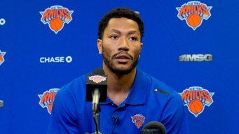 Rose Rejoins Knicks, Is Fined for Missing Monday's Game