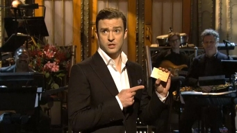 """Timberlake Sings """"Candle in the Wind"""" for Chavez"""