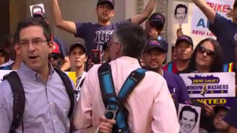 Chicago Union Window Washers Descend on City Hall to Strike