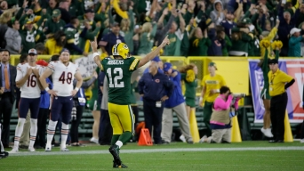 Rodgers Says He Sprained His Knee in Win vs. Bears