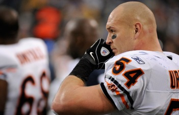 Urlacher Reportedly Tried Experimental Treatment