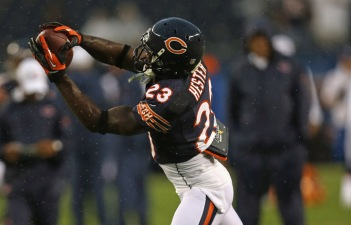 Bears' Hester Leaves Game With Concussion