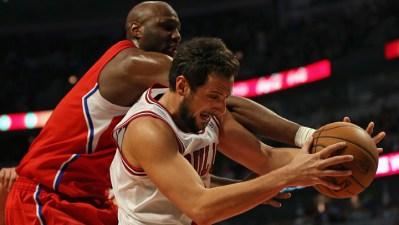 Clippers End Bulls' Win Streak