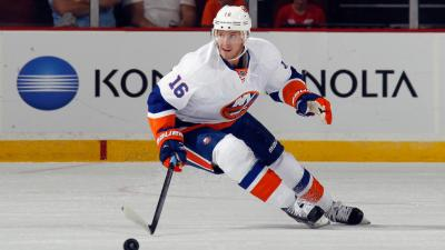 'Hawks Acquire Regin, Bouchard from Islanders