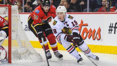 Kane's Late Goal Lifts Hawks Over Flames 3-2