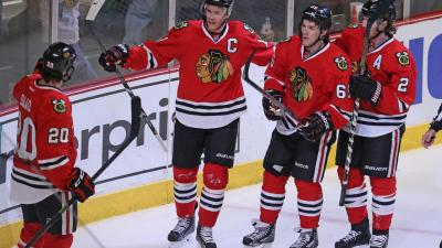 Three Stars: Shaw, Toews Both Score Twice in Hawks Win