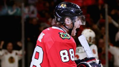 Kane's Spectacular Goal Carries Hawks to Win