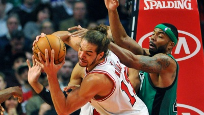 Deng, Boozer lead Bulls Over Celtics
