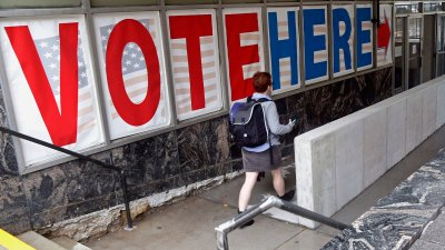Expanded Early Voting Kicks Off Monday in Chicago, Suburbs