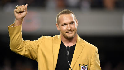 Bears Honor Hall of Fame Linebacker Brian Urlacher