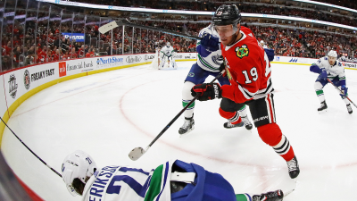 Toews OT Goal Sends Blackhawks Past Canucks to 6th Straight