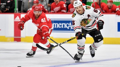 Andrew Shaw Looking to Help Blackhawks Back to Playoffs