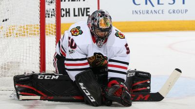 Crawford Leads Blackhawks to Win over Wild