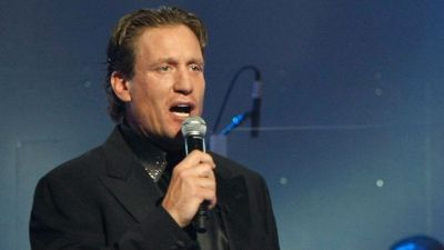 Roenick Smashes Glass at Hockey Camp