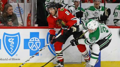 Stars Beat Fading Blackhawks