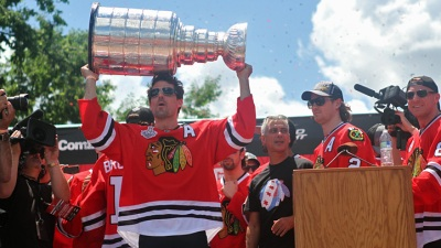 Patrick Sharp Surprises Fans With Convention Prank